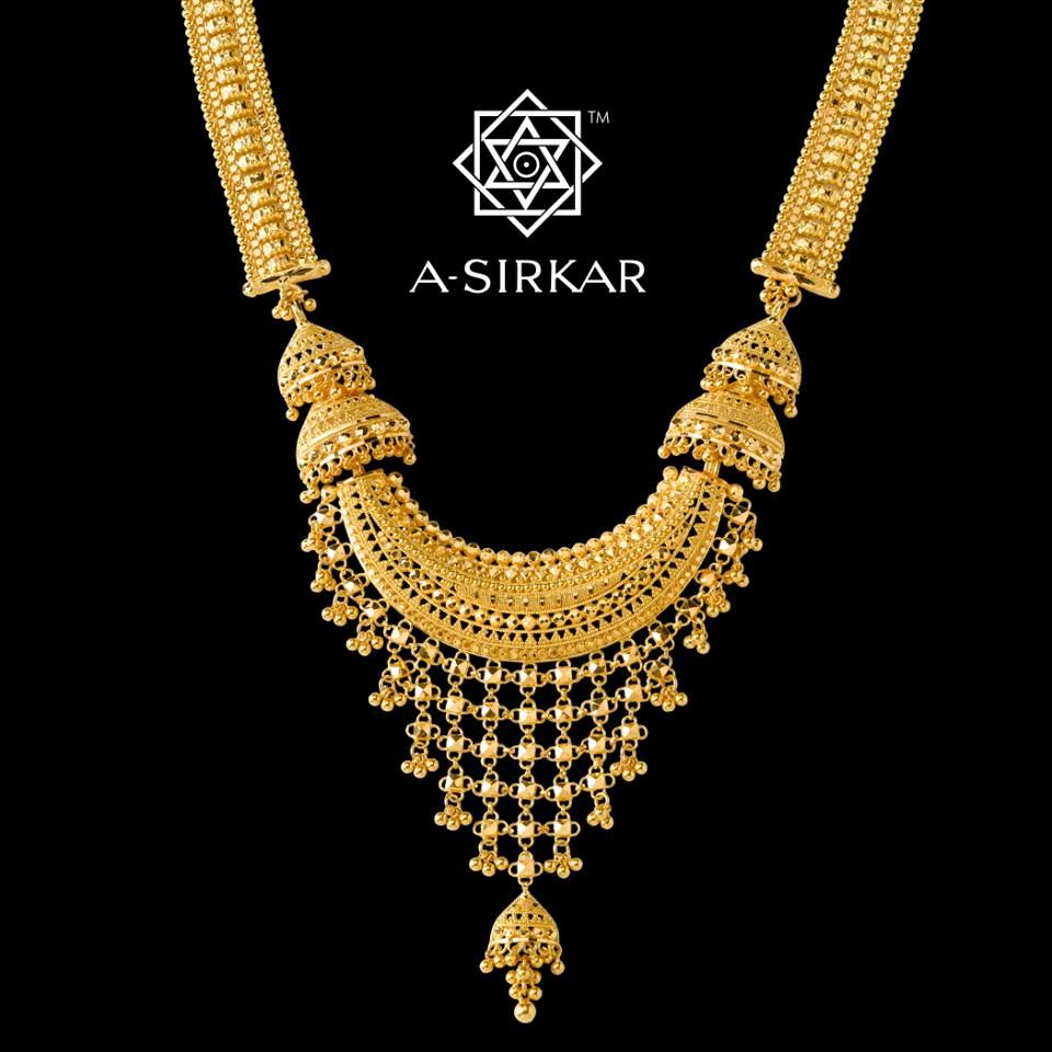 Rubbaiyat This Close Up Frame Shows You The Expressive Centrepiece Of A Sita Har T Gold Jewellery Design Necklaces Gold Necklace Designs Gold Jewelry Earrings