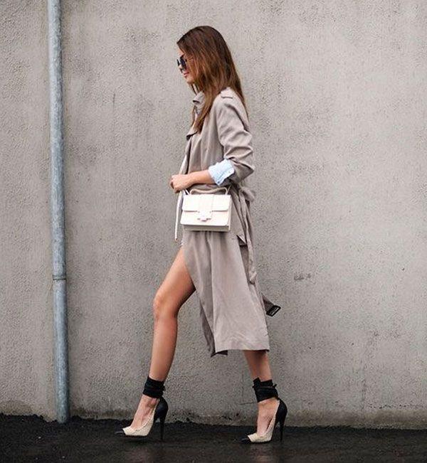 Street style com trench coat como vestido.