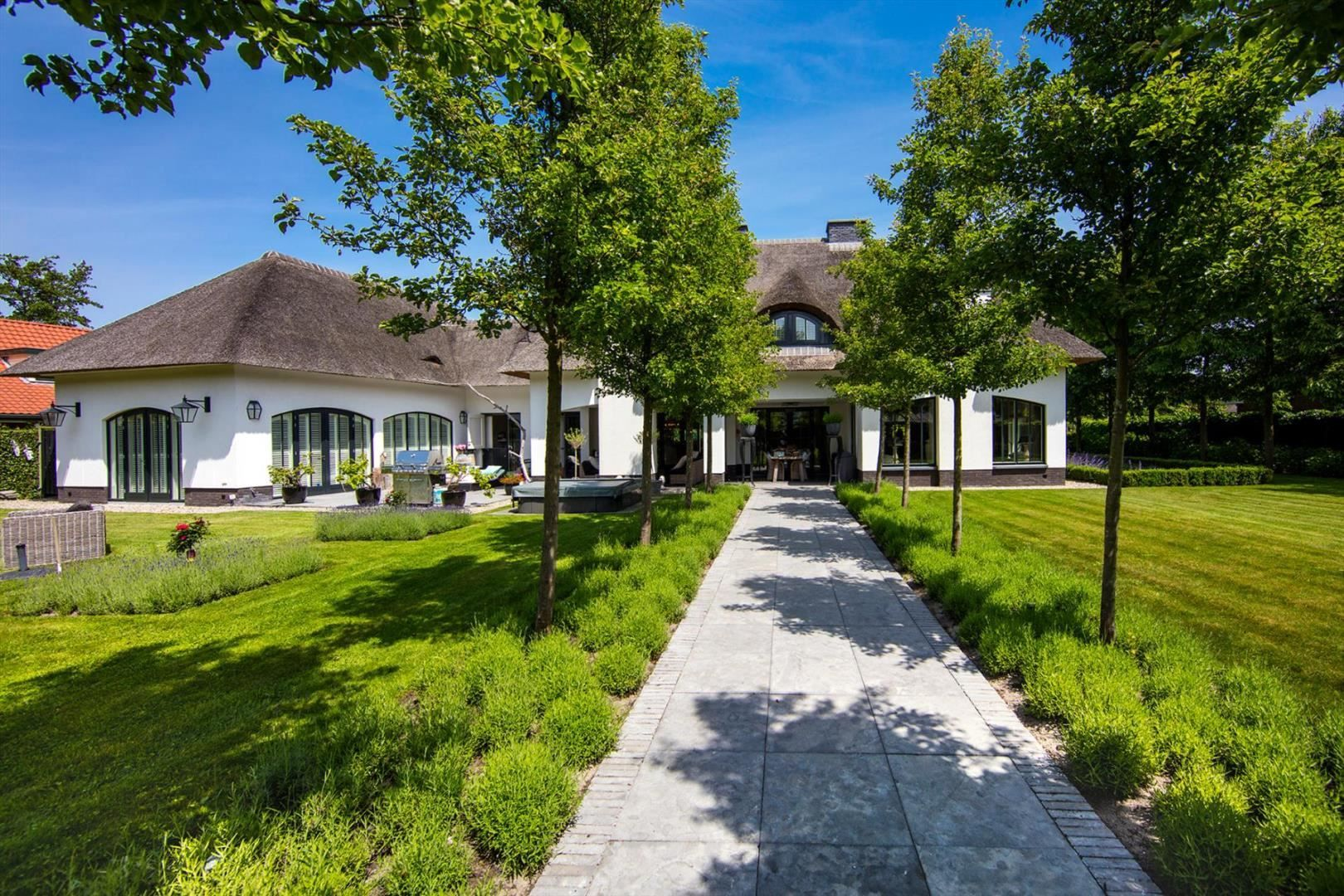 Kapitale villa in de badplaats oostvoorne vlakbij het strand en op