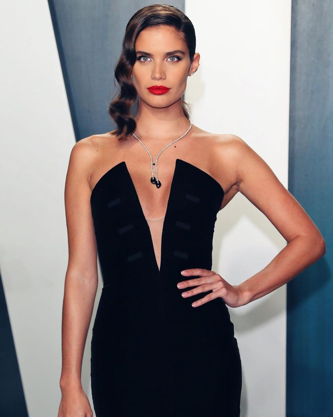 "Sara Sampaio on Instagram: ""Thank you @vanityfair for such a fun night 🤗 @armanibeauty @giorgioarmani"""