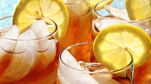 """""""Cuando quieras preparar té helado exprime algunos limones en tazas, por cada taza de jugo de limón agrega ½ taza de azúcar (dependiendo de qué tan dulce te guste el té). Vierte la mezcla en charolas para hielos y agrega una hojita de menta a cada cubito. https://www.facebook.com/546071238746858/photos/a.551037334916915.1073741830.546071238746858/757711817582798/?type=1theater"""