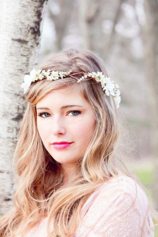 Frisuren Mit Blumenkrone Dezent Offen Haare Pony Weiss Blumen