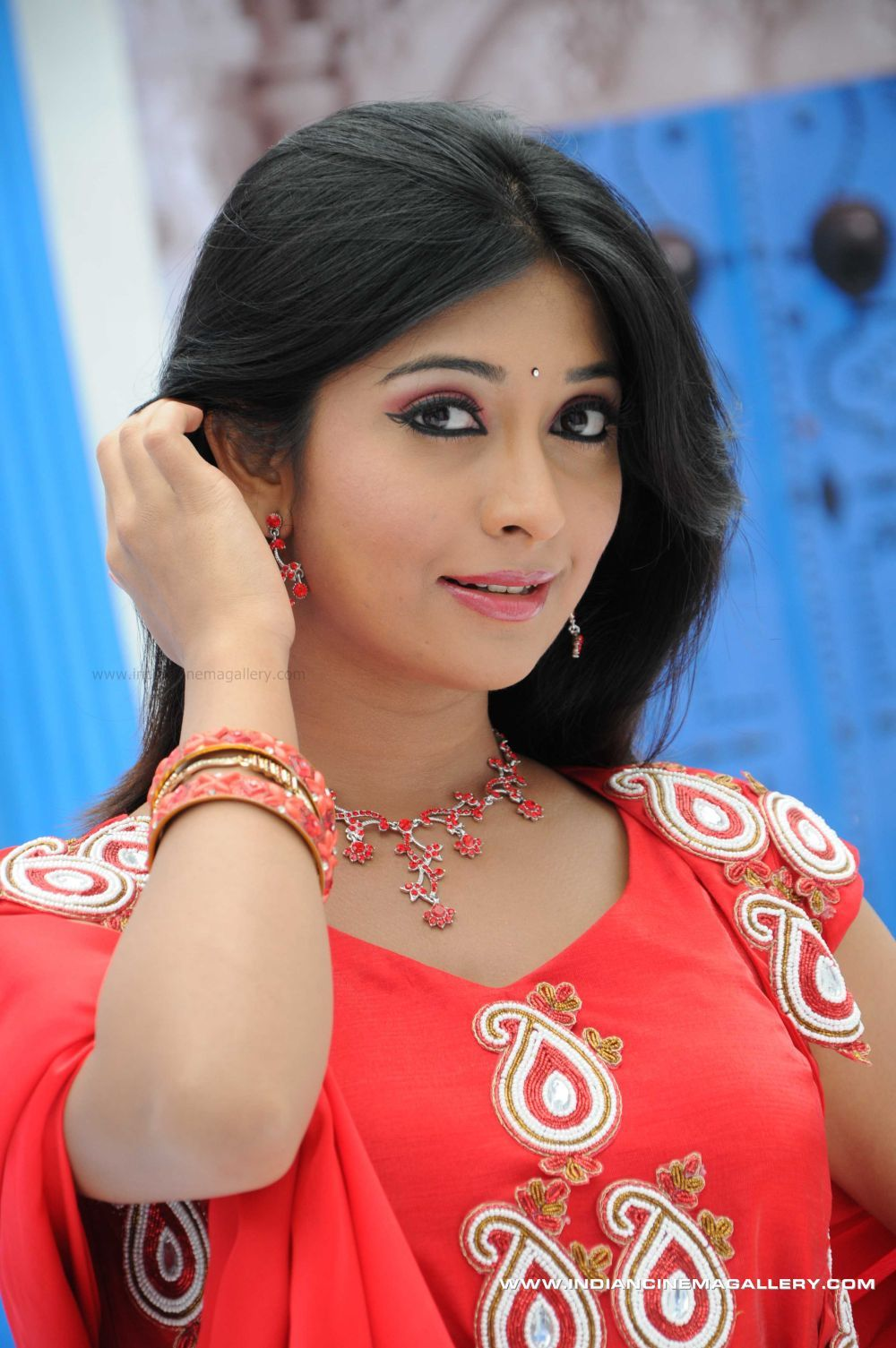 radhika pandit hot