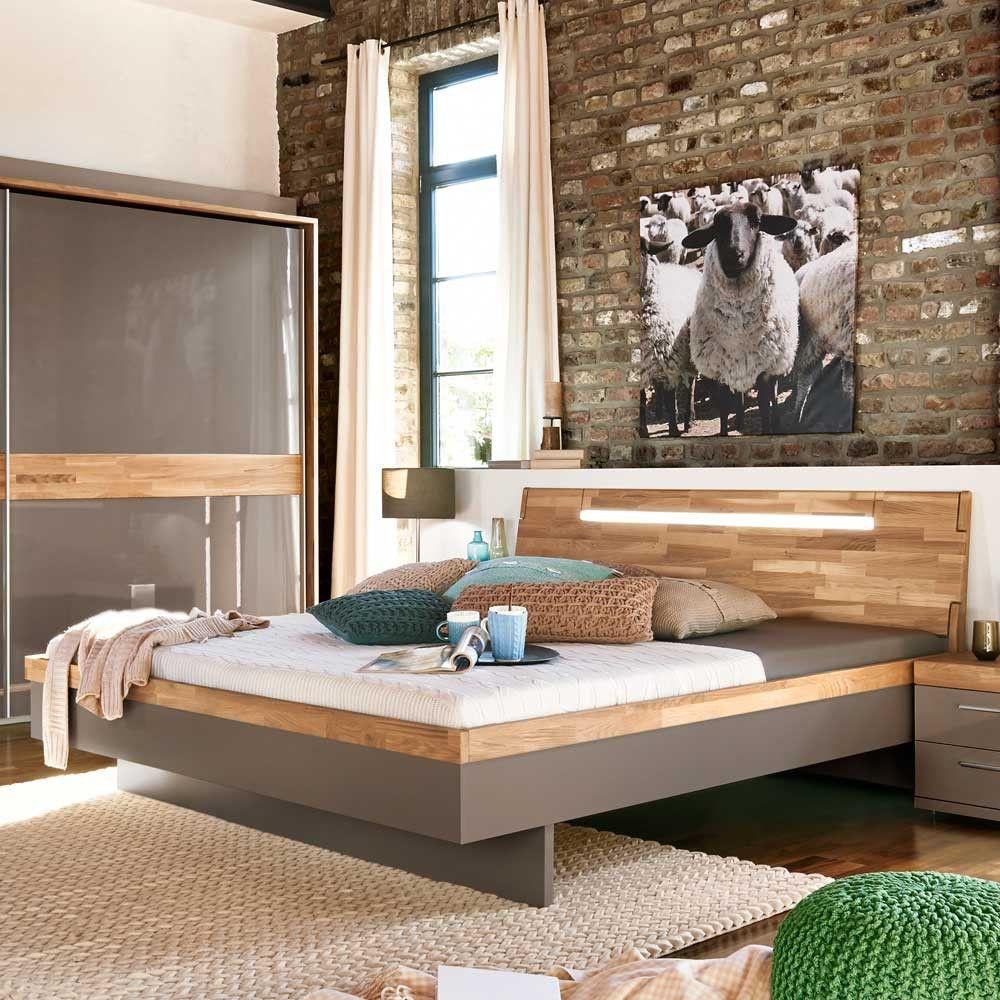 Design Bett mit Eiche Massivholz kombiniert als Hingucker