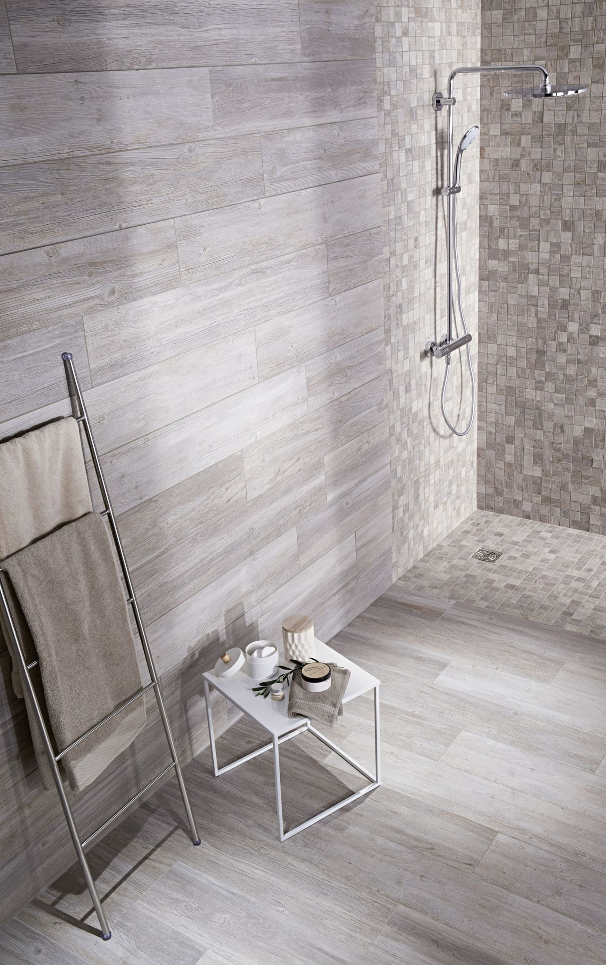 Salle de bain des id es de c ramique ou fa ence tendance salle carrelage salle de bain - Faience salle de bain zen ...