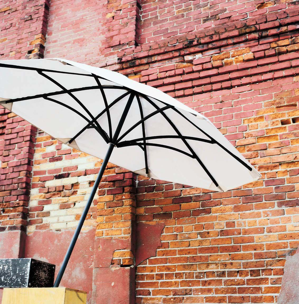 Equinox Umbrella #landscapeforms #sitefurniture #outdoorfurniture #landscapearchitect