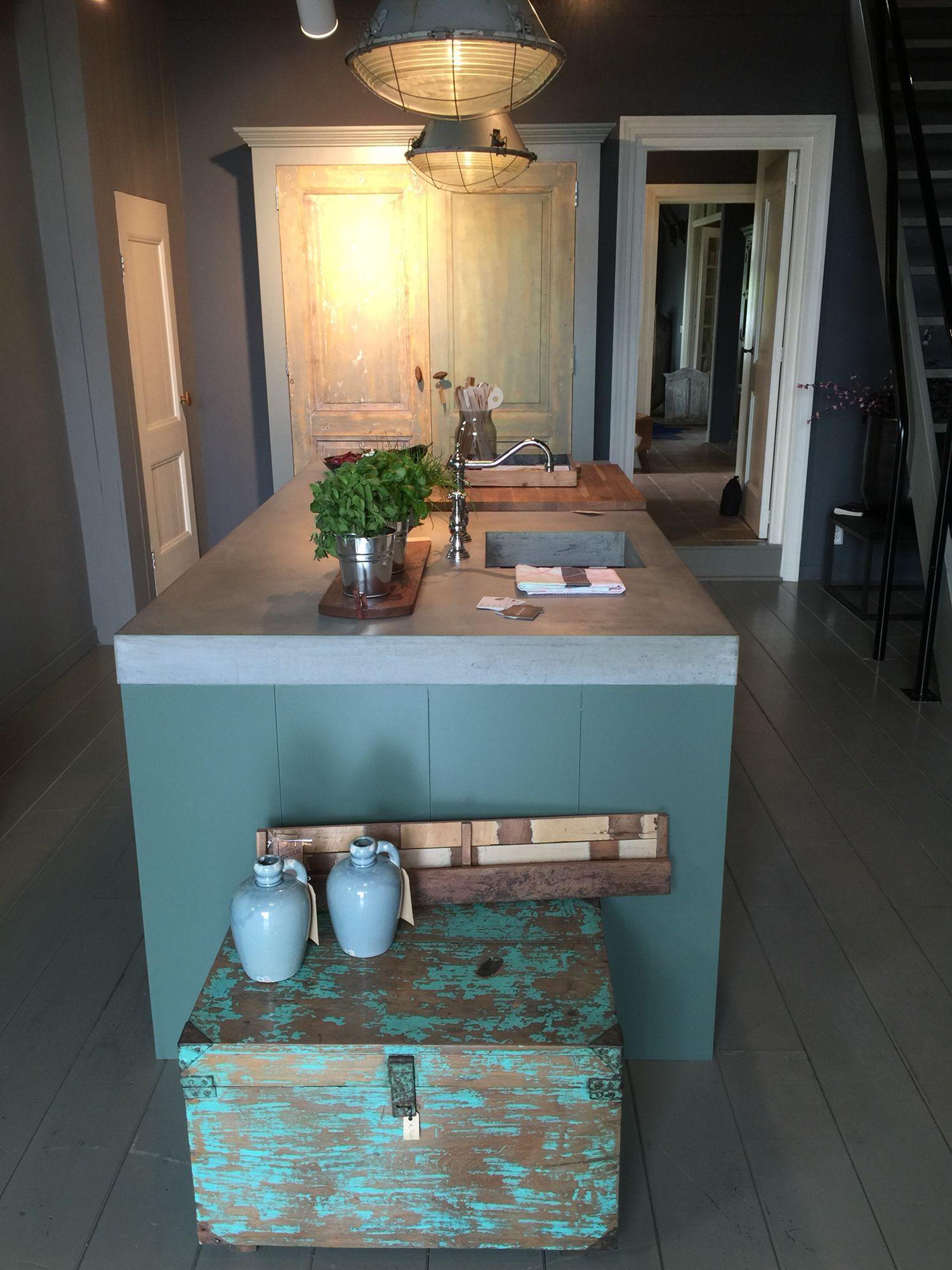 Betonnen eilandblad op handgemaakte keuken van J&A Interieurs ...