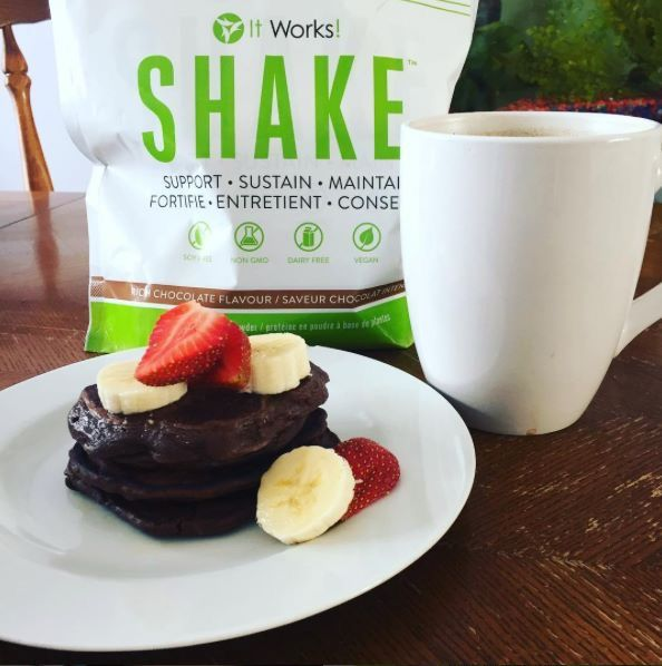 Shake up your Monday Evening with these plant based fluffy protein pancakes! You know you want to… 💖