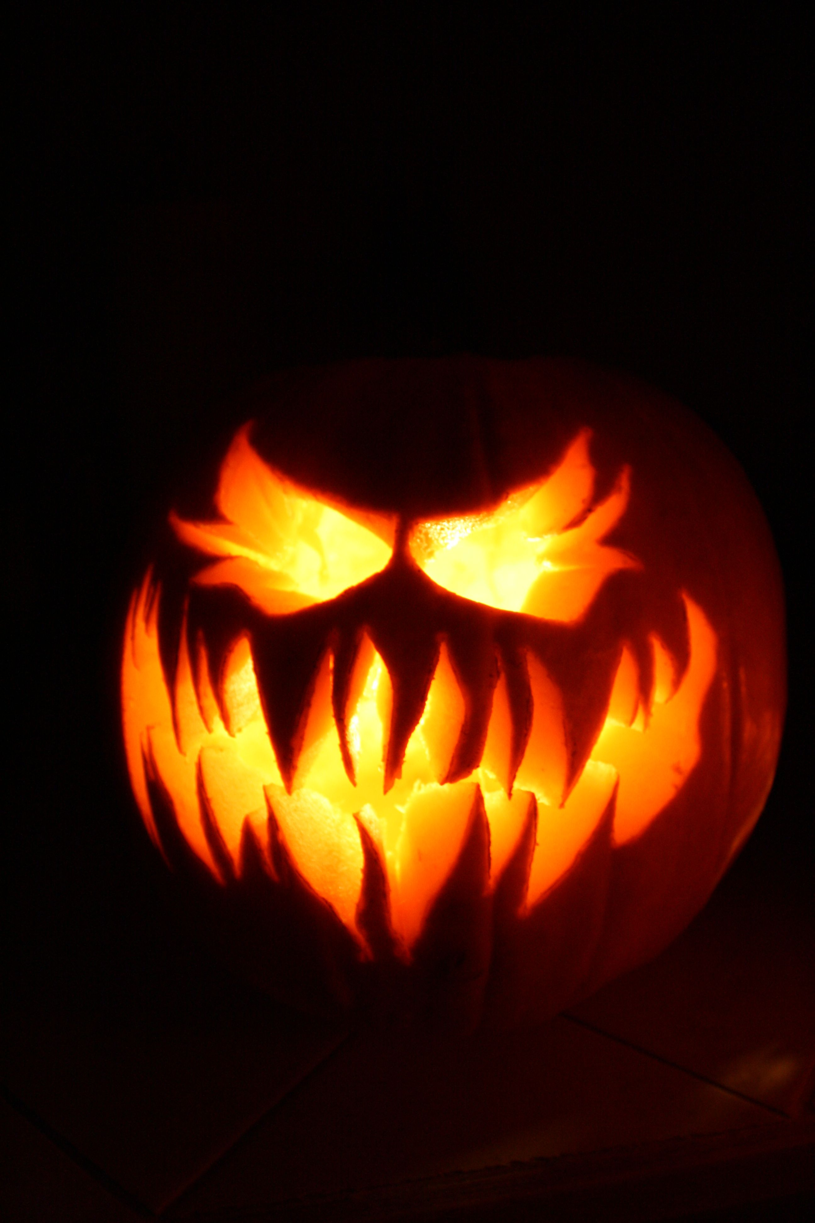 11 crazy jack o lanterns to really give you the creeps halloween rh pinterest com scary traditional pumpkin really scary pumpkin stencil