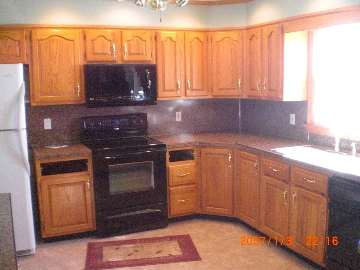 Red Oak Cabinets Gutshalls Kitchens Kitchen Light Dark Countertops Displaying Images For