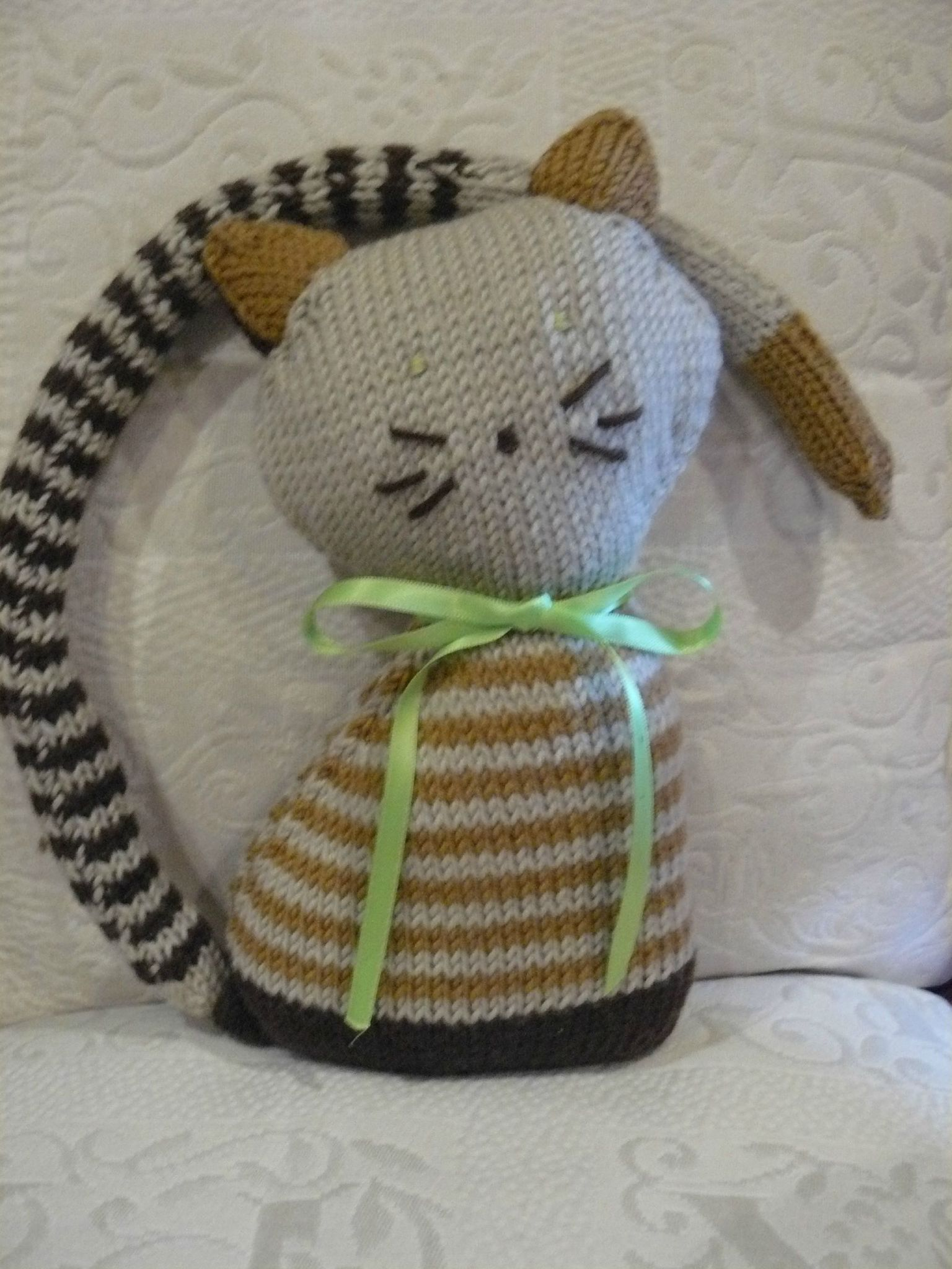 modele tricot doudou chat