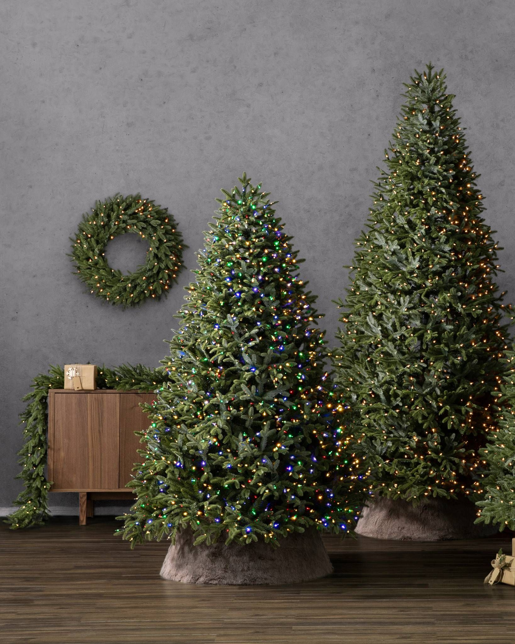Top 10 Most Realistic Artificial Christmas Trees Realistic Artificial Christmas Trees Cool Christmas Trees Red Christmas Decor