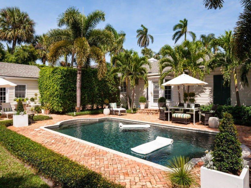 Pool & pavers // Blue and White in West Palm Beach The