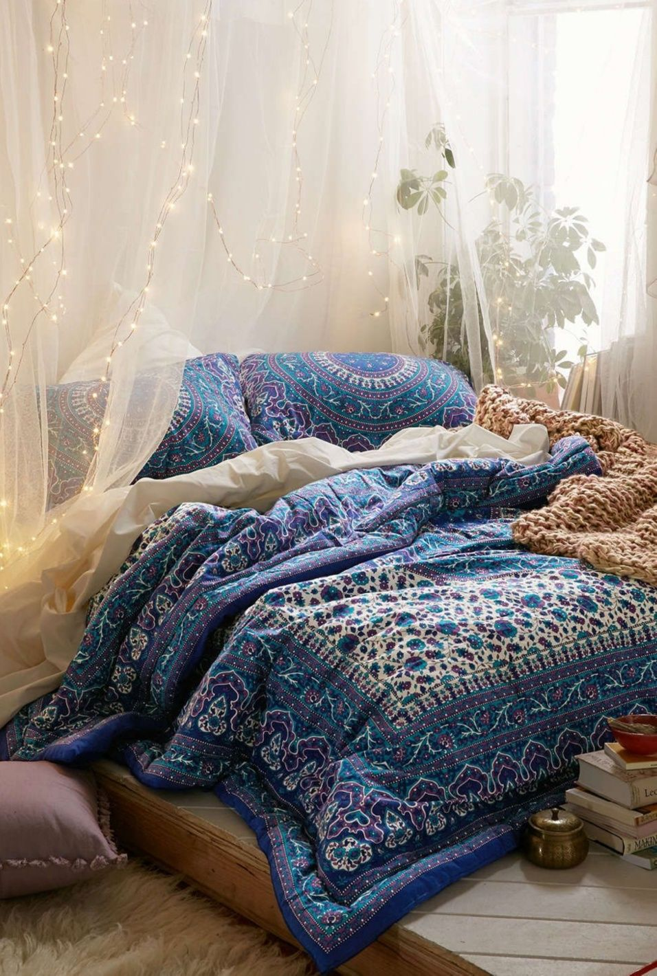 Design Your Own Dorm Room: Comfy Bed Pictures. Dorm Room Ideas: Create Your Own Bed