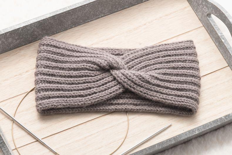 Headband with a twist | Knitting pattern | Mirella Moments