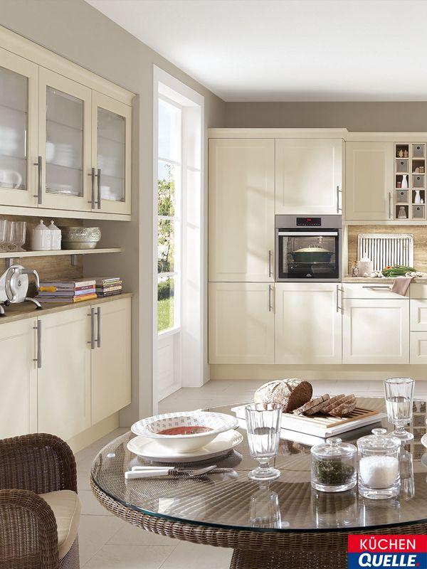 In diesem cremeweißen Landhaus-Traum kann man sich nur wohlfühlen - inspirationen küchen im landhausstil