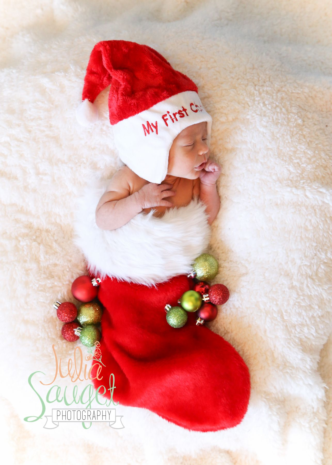 Christmas theme newborn photo shoot julia sauget photography