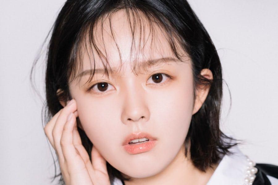 """""""Imitation"""" Star Jung Ji So Shares How Her Idol Co-Stars Helped Her Prepare For Role As Girl Group Member"""