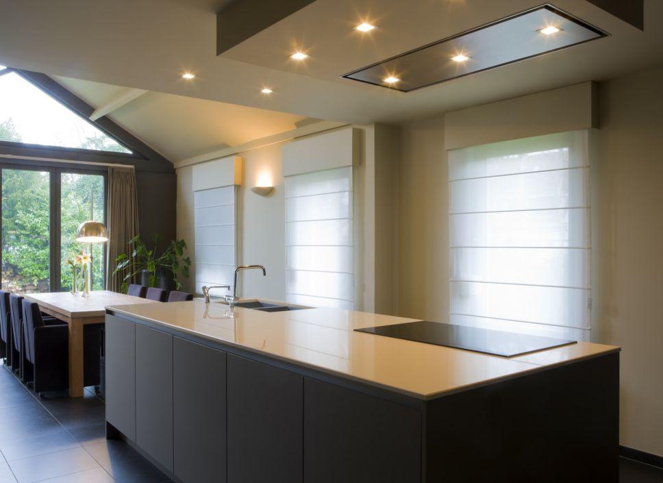 Keukens bogaert dun werkblad zwarte fronten dampkap plafondmodel