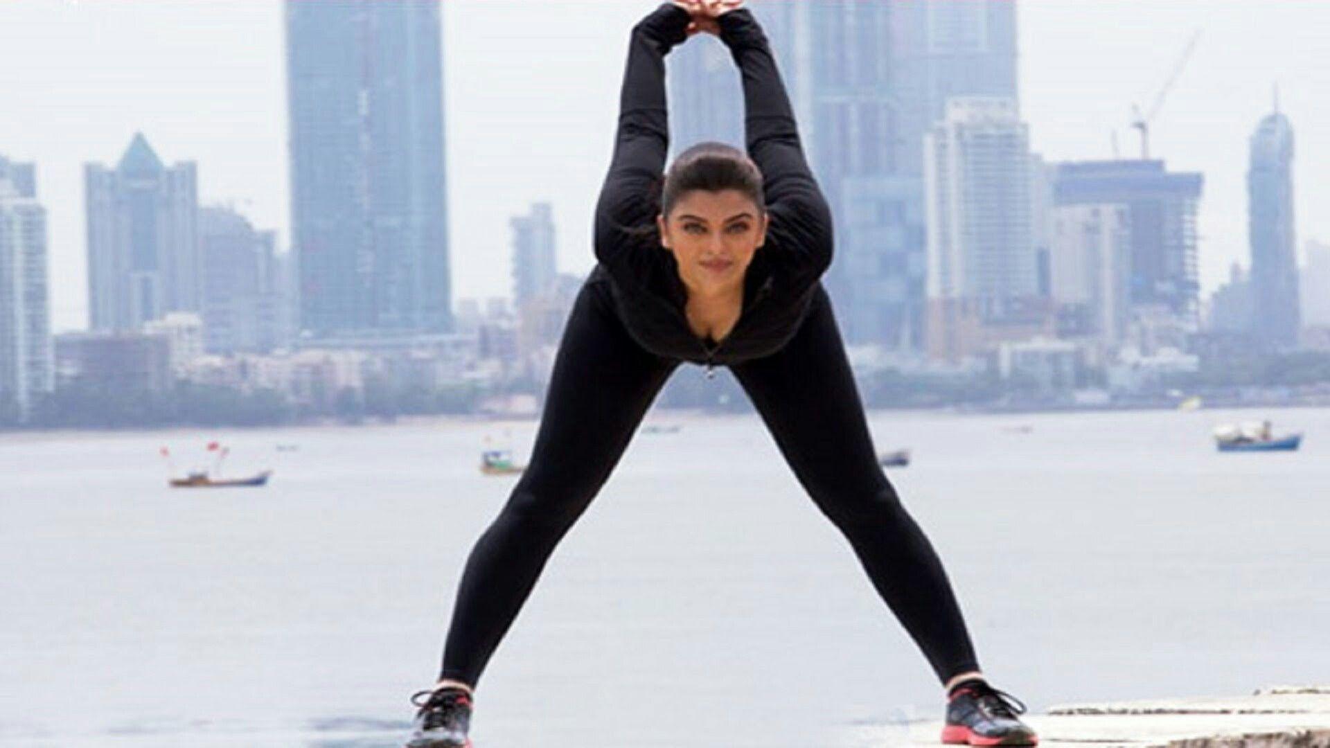 Aishwarya Rai doing yoga | Aishwarya rai, Model, Fashion