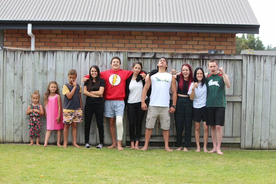 All 10 grandchildren, youngest to oldest. [4, 6, 10, 12, 15, 16, 16, 18, 18, 19]