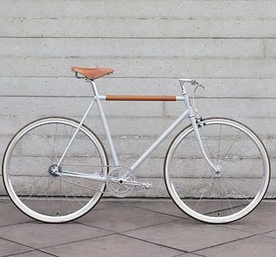 Pin By Scott Lindsey On Likesand Loves White Bike Bicycle City