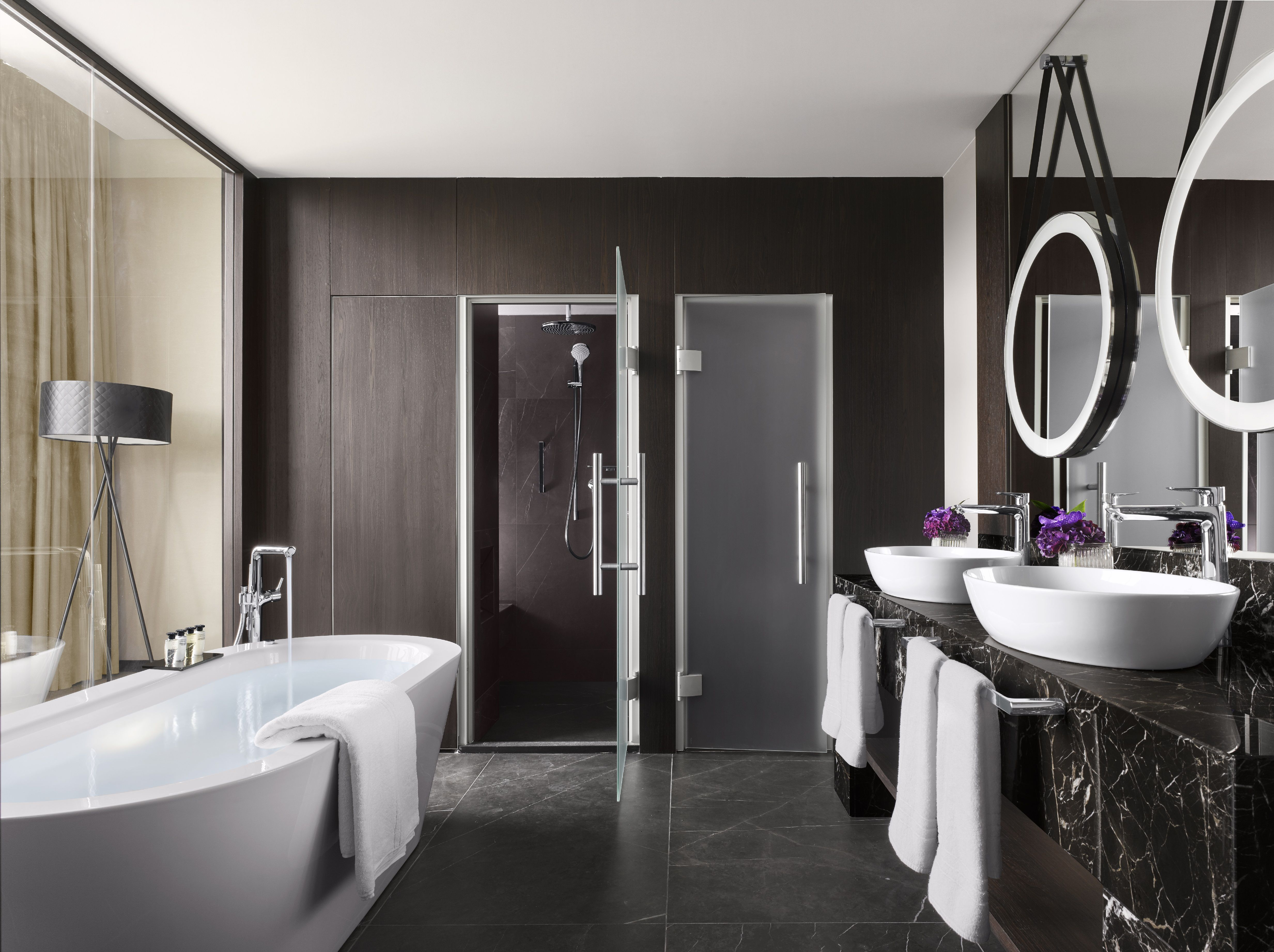 Modern bath mixers for comfort at all levels: hansgrohe Talis ...