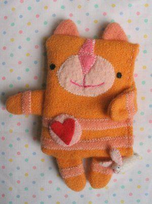 Molly chicken teki näin söpöjä kukkaroita, joihin kolikot mielellään kerääntyvät. Cute purse by Mollu chicen.
