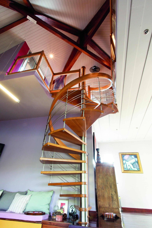 Escalier hélicoïdal en bois-métal, marches en bois massif ...