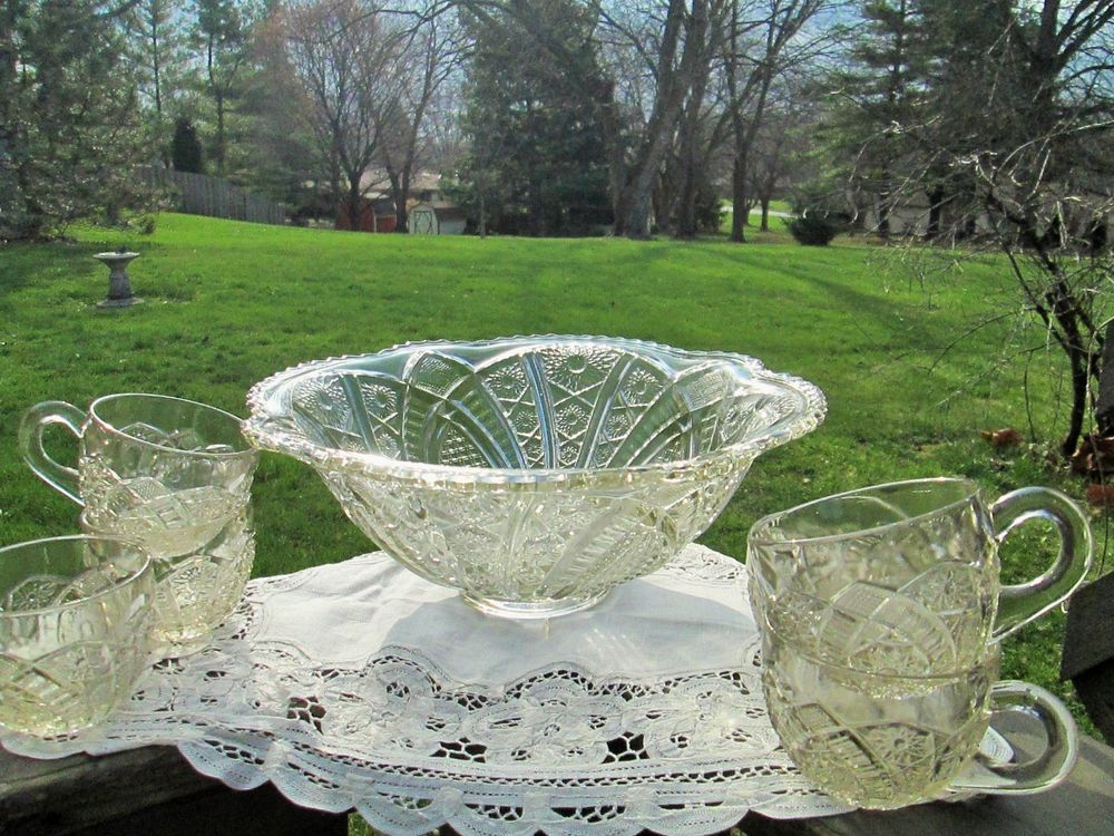 Vintage Pressed Glass Broken Arches Glass Punch Bowl no