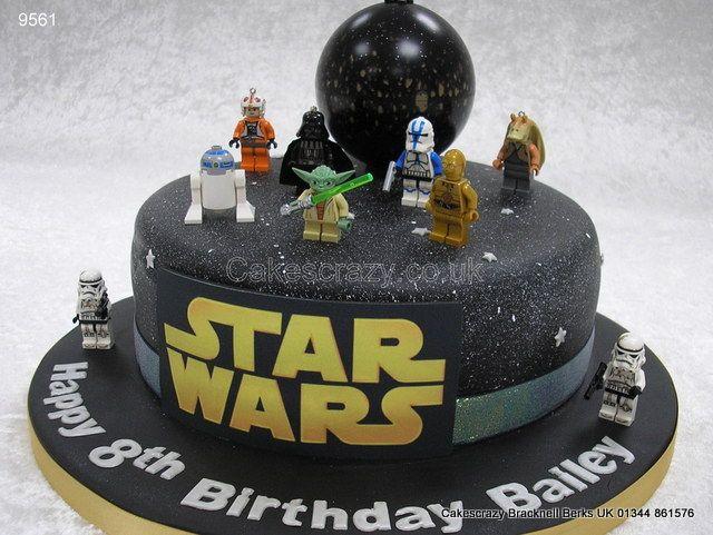 Très Lego Star Wars Cake http://www.cakescrazy.co.uk/details/lego  IQ31