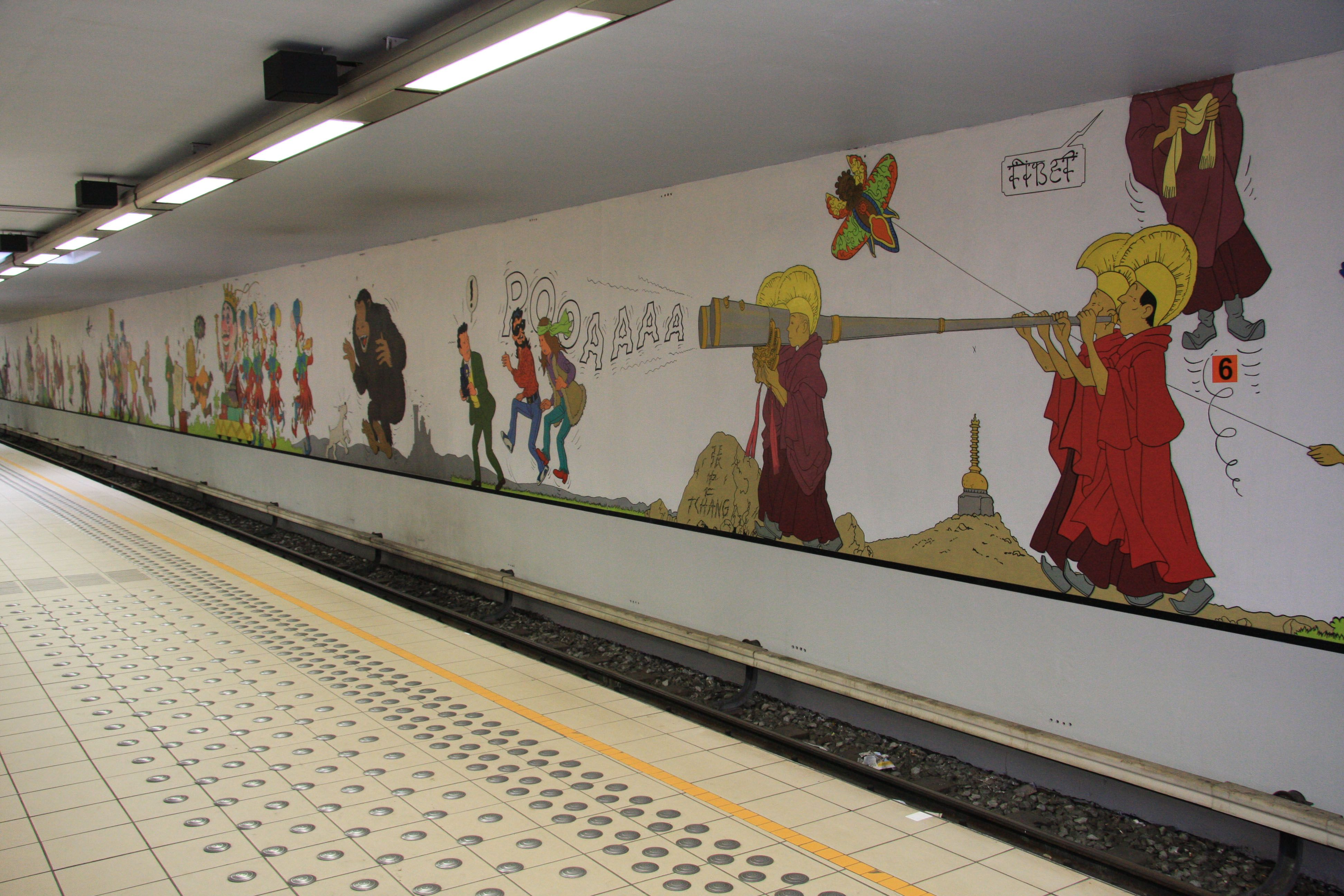 Tintin Mural At Stockel Metro Station Tintin Pinterest Tintin - Building in berlin gets transformed by amazing 137 foot tall starling mural