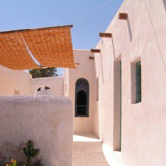 maison typique de l 39 andalousie et du monde arabe toute blanche sans toit avec plein de. Black Bedroom Furniture Sets. Home Design Ideas