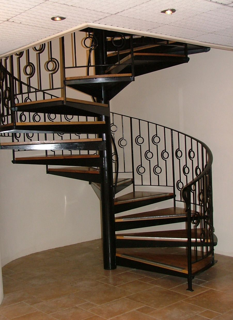 escalier en spirale bois et m tal rampe 39 cercles. Black Bedroom Furniture Sets. Home Design Ideas