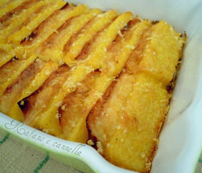 Il tortino di polenta è un piatto che potete preparare al momento oppure utilizzando della polenta che vi avanza, come ho fatto io.