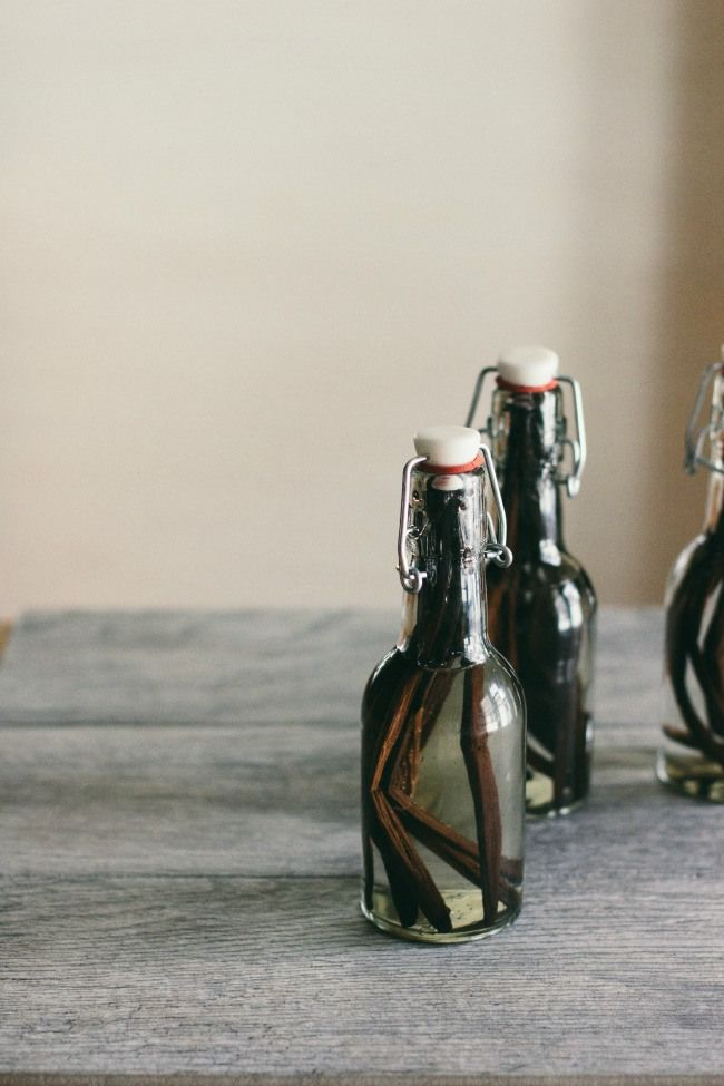 Homemade Vanilla Extract. Two Ingredients. Simple for a Sunday DIY. #homemade #DYI