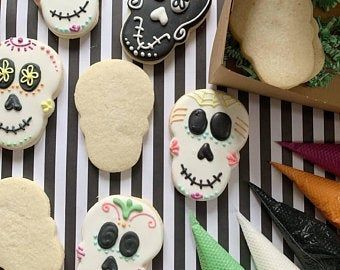 DIY sugar cookie kits! All the fun of beautifully decorated sugar cookies, none of the hassle of rolling, baking and making a mess of your kitchen. ;)  Halloween Sugar Skull cookie kits are available now at Pikes peak lemonade | Etsy #diycookies #decoratedsugarcookies #halloweentreats #halloweensugarcookies DIY sugar cookie kits! All the fun of beautifully decorated sugar cookies, none of the hassle of rolling, baking and making a mess of your kitchen. ;)  Halloween Sugar Skull cookie kits are a #halloweensugarcookies