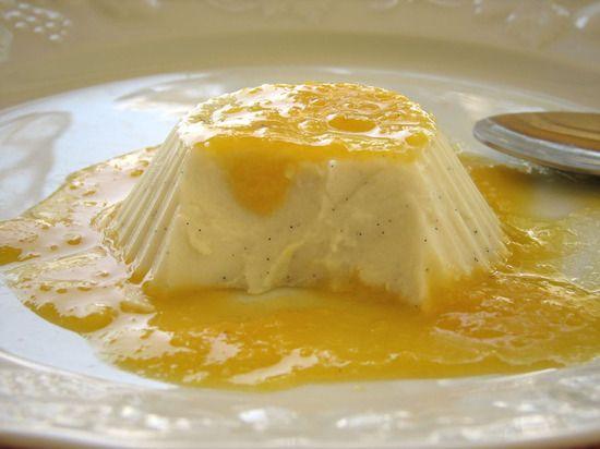 Blanc-manger coco-vanille et coulis de mandarine : la recette facile