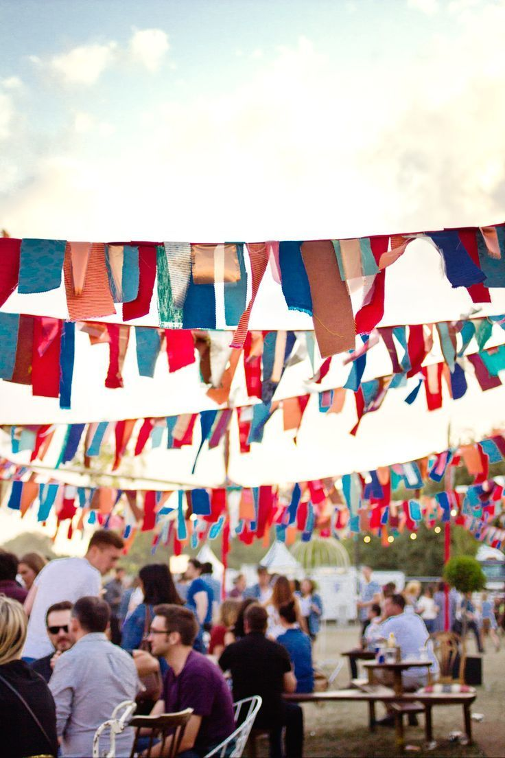 Hochzeit | Hochzeitsdeko | Tischdeko | Hochzeitsblumen | Farbkonzept | Wedding | Festival | Colorful | Boho | Bohemian | Ideas | Ideen | Deko | Flowers | Inspiration