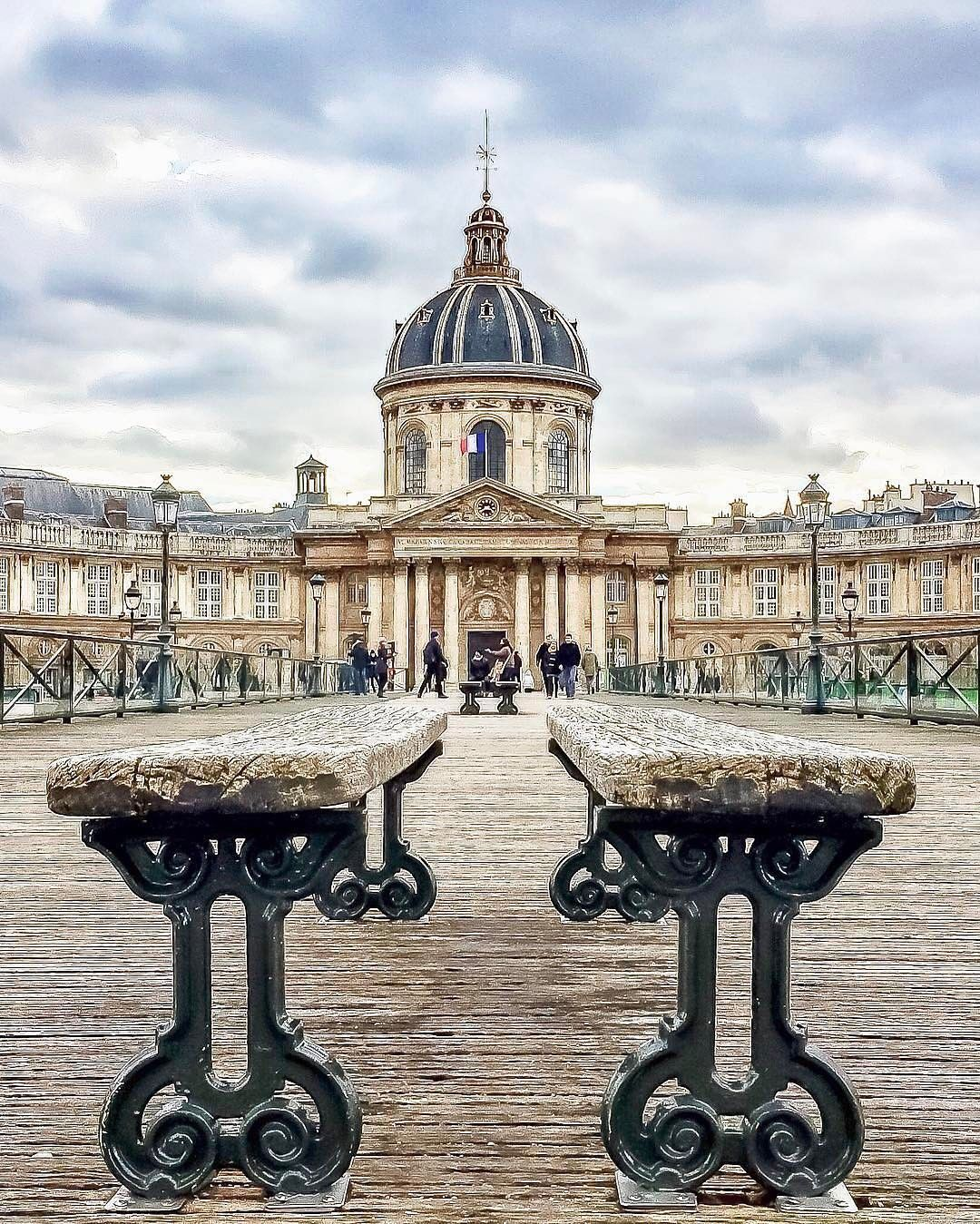 "(@topparisphoto) on Instagram: ""Follow @topparisresto !! @topparisresto 💖💖💕TOP Paris 📷 par @freeaparis • #topparisphoto Allez sur…"""