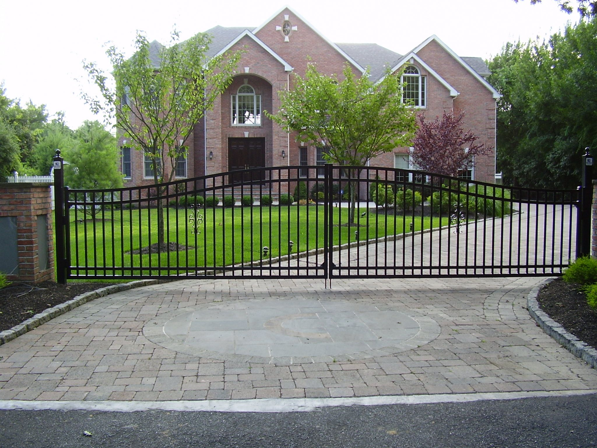 Best 5 X 25 Custom Arched Aluminum Driveway Gates Installed 400 x 300