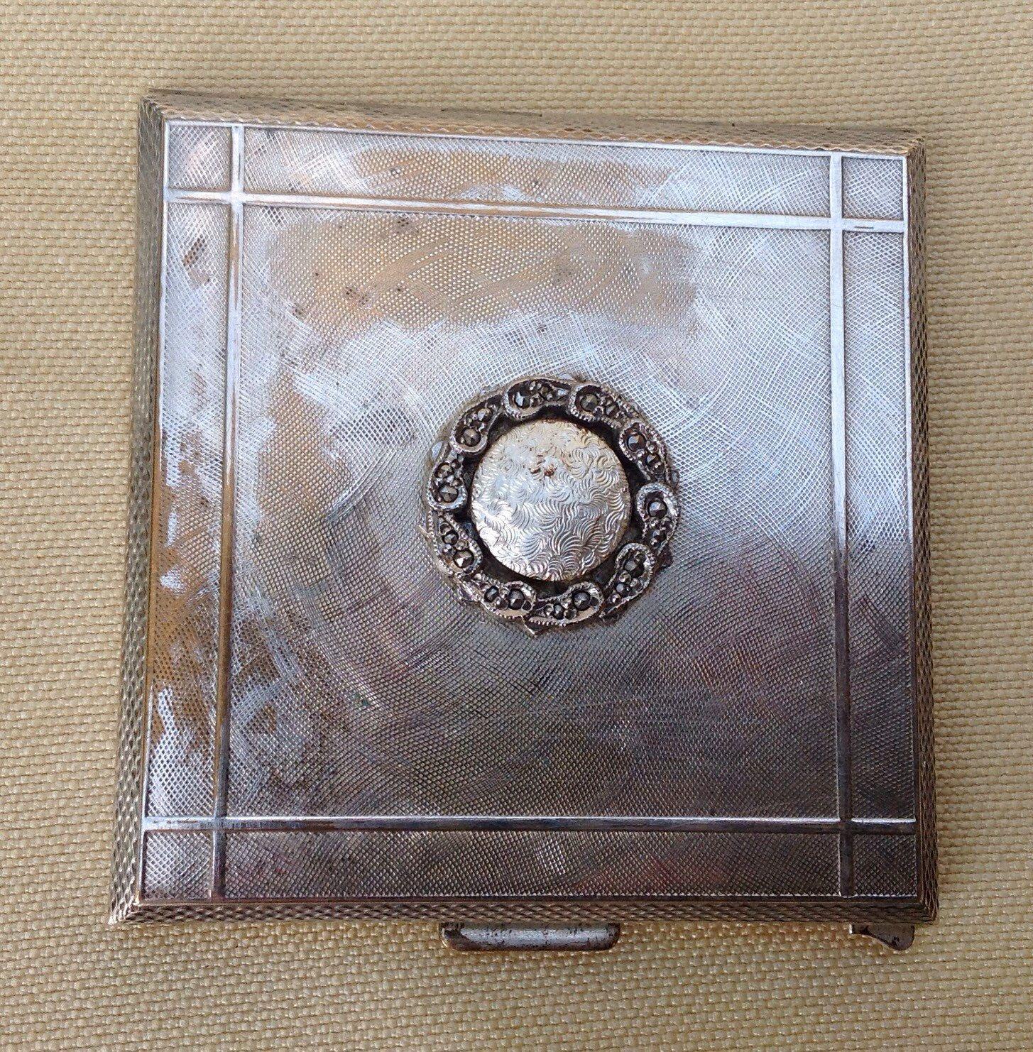 Kigu Karette Powder Compact