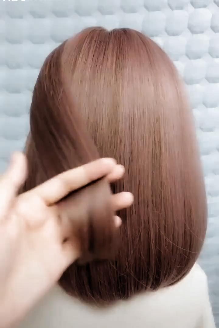 Penteadosparacabeloscurtos Penteadosparacabeloscurtoselisos Penteadoparacabelocurtoepouco Penteadocabelocurtosimple In 2020 Hair Styles Easy Hairstyles Hair Makeup