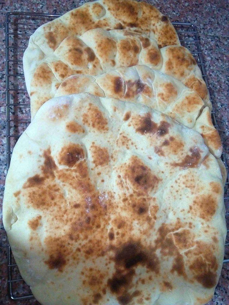 الخبز العربي المرض ف أطيب من أي خبز جاهز زاكي Arabic Food Food Bread