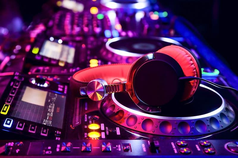 Crashed Beats Homify Dj Music Music Wallpaper Dj Images