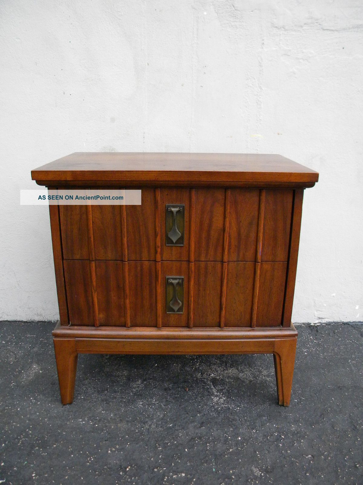 Mid Century Modern Nightstand Side Table By Dixie 3382 Post 1950 Pho Mid Century Modern Nightstand Mid Century Modern Dresser Mid Century Modern Side Table