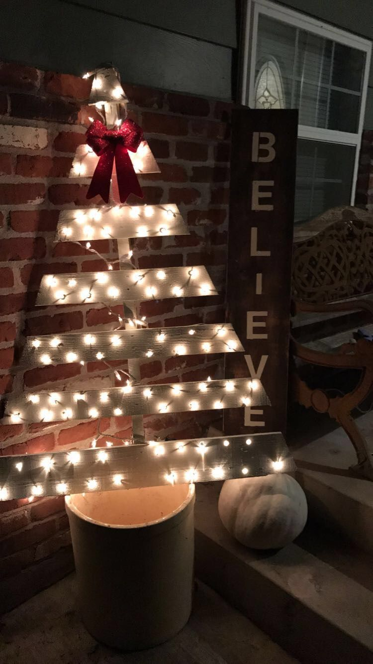 Pallet board light up christmas tree with