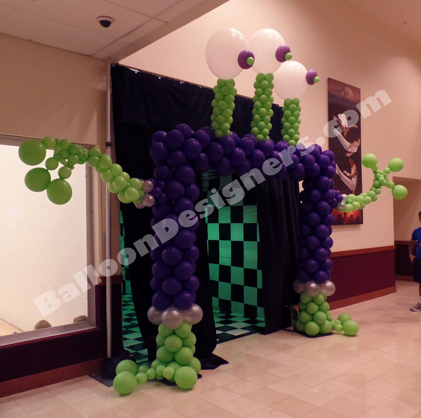 Alien Balloon Arch for Sci Fi themed Halloween party ...
