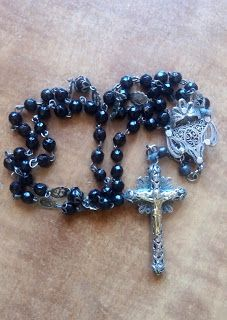 Photoinvestigacionchema: El Rosario ha pasado de instrumento de oración a i...