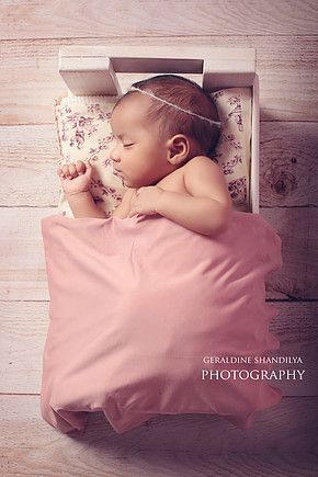 Geraldine is a french photographer based in delhi specialised in newborn and baby photography